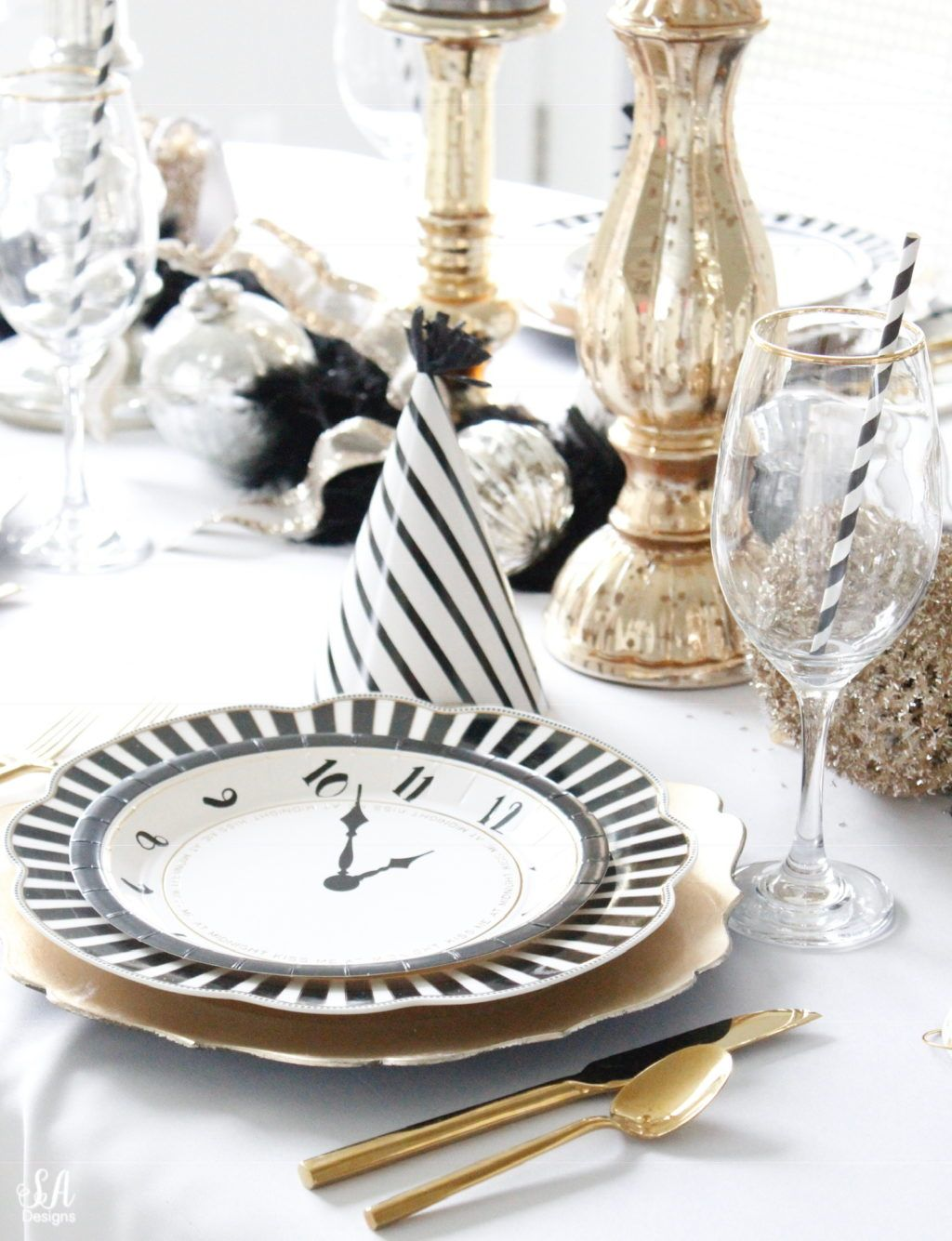 New Years Eve Tablescape + Fun Game Ideas in 2020 (With ...