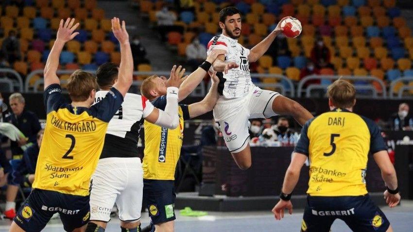 كأس العالم لكرة اليد حسابات التأهل لدور الثمانية للمنتخب المصري In 2021 Sports Jersey Jersey Sports