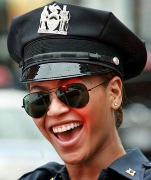 ray ban aviator 55  Beyonce Knowles in Ray Ban Aviator Sunglasses