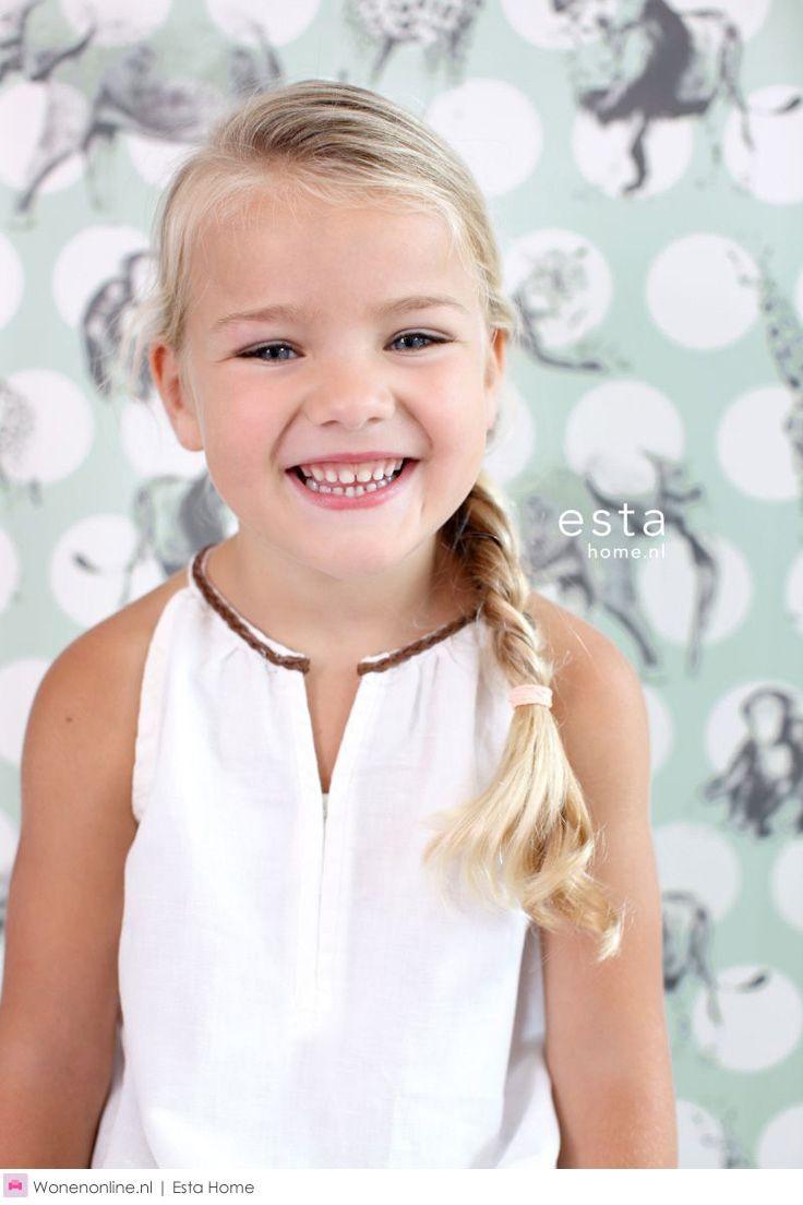 Breng de vrolijke sfeer van deze heerlijke fantasiewereld in de kinderkamer met de nieuwe behangcollectie van het Nederlandse interieur modemerk ESTAhome.nl: Everybody Bonjour. #behang #EstaHome