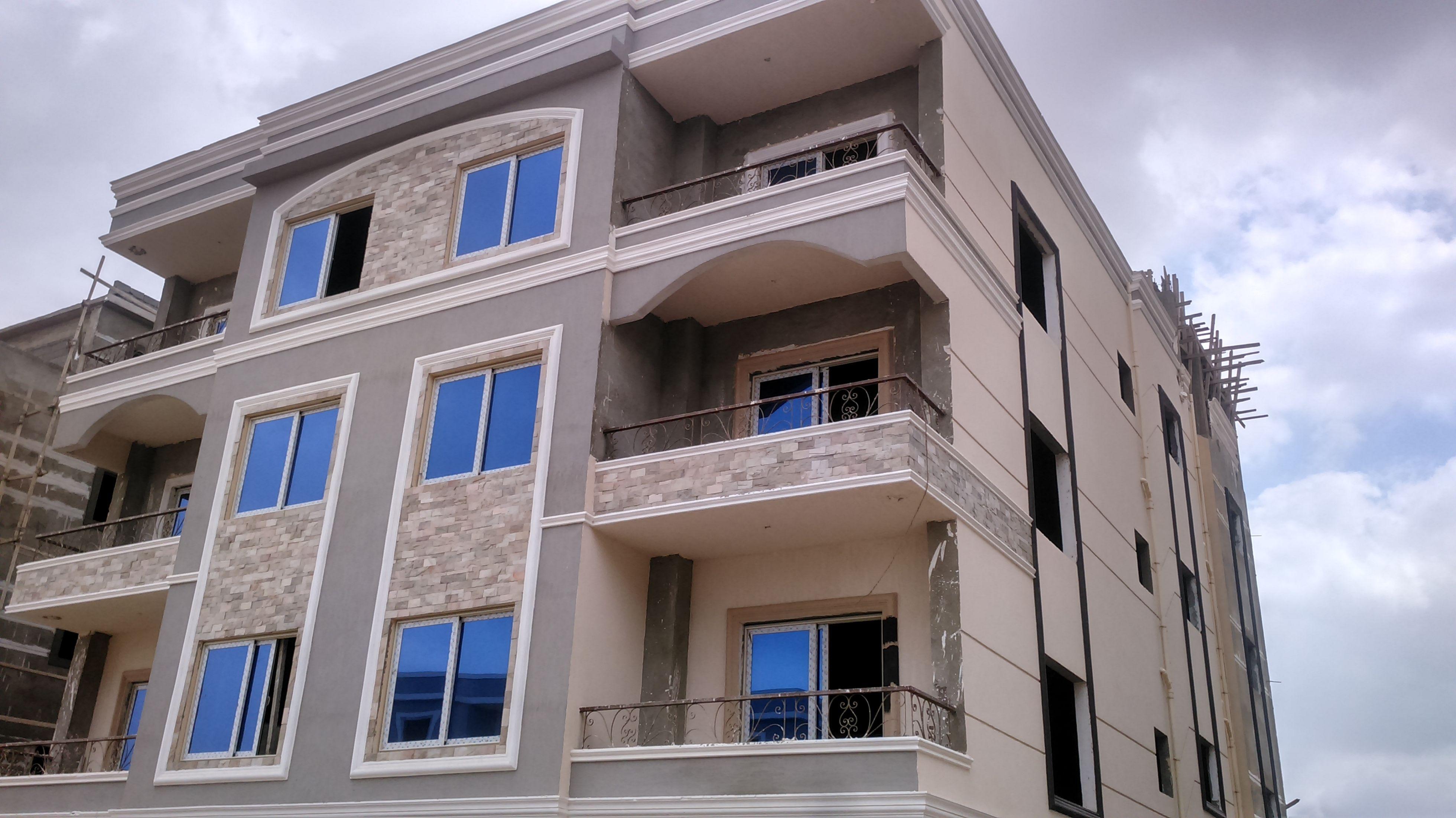 شقق للبيع بالتقسيط 172 متر للبيع في التجمع الخامس بموقع ممتاز داخل كومبوند بجانب الجامعة الامريكية و قسط علي 5 س Apartments For Sale House Styles Real Estate
