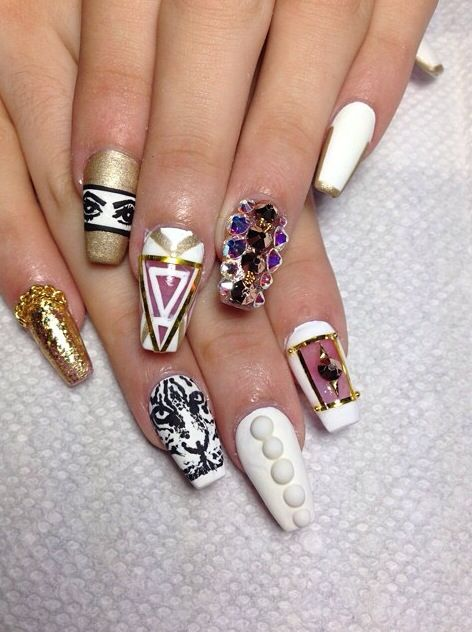 Black Nail Art Stiletto Nails Gold White Versace Crystal Beyonce