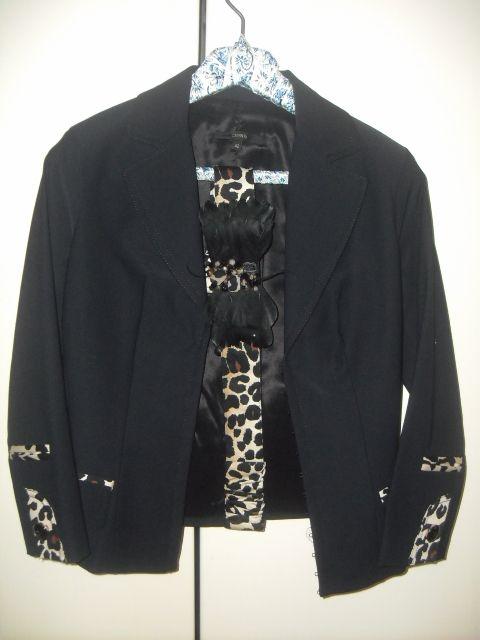 Completo giacca/pantalone e cintura Celyn b. link: http://it.privategriffe.com/celyn-b/abbigliamento/giacche/completo-giacca-e-pantalone/21612 #giacca #pantalone #celyn #elisabetta #franchi #moda #abiti #donna #abito #vestito #vestiti #completo #dress #elegante #woman #sell #nero #maculato #black #jacket #trousers