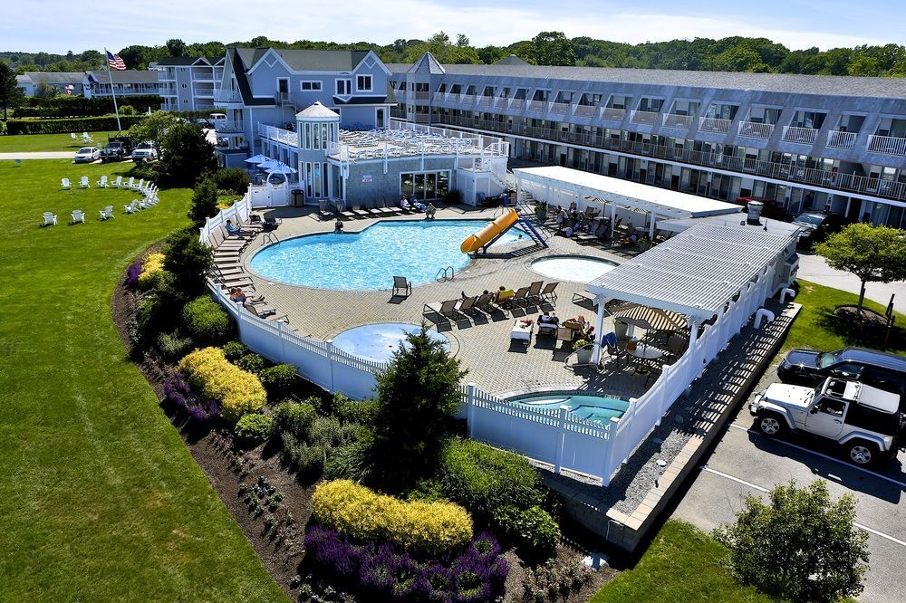 The Anchorage Inn And Resort Is Located In Heart Of Everyone S Favorite New England Vacation Destination York Beach Maine On Long Sands