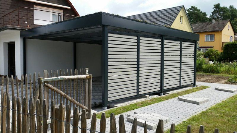 carport mit offener wpc lattung und dachbegr nung das bild wurde direkt nach der montage. Black Bedroom Furniture Sets. Home Design Ideas