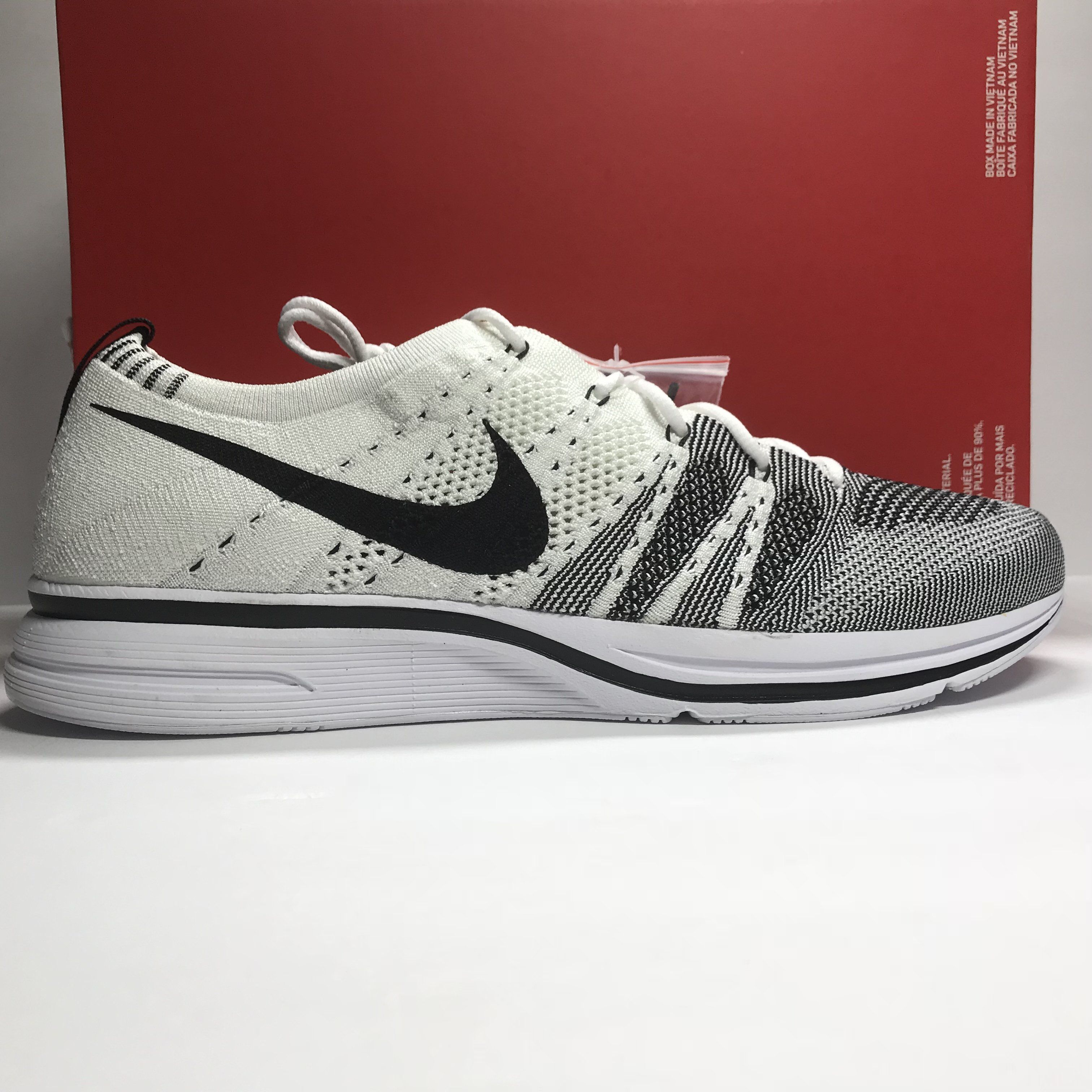 4c556a096ff7e DS Nike Flyknit Trainer White Black Size 11.5