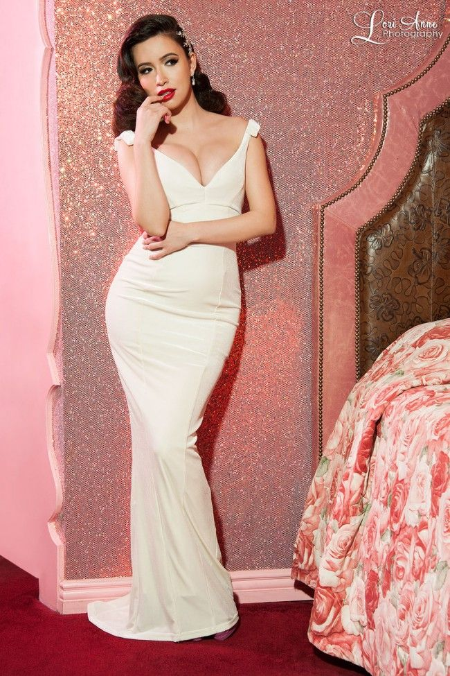Full length vintage evening gown in ivory white velvet for Wedding dresses pin up style