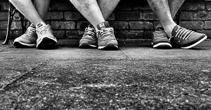 Najčastejším príznakom PAD je klaudikácia, občasné krívanie spojené so špecifickým druhom bolesti a s nepríjemným pocitom v nohách. Niektorí ľudia tvrdia, že sa im nohy zdajú ťažké alebo v nich pociťujú pálenie. Bolesť sa môže vyskytovať v akejkoľvek časti nôh, od lýtok až po stehná, v jednej alebo aj v oboch končatinách súčasne. Je tiež reprodukovateľná. Môže sa objaviť pri chôdzi nad určitú vzdialenosť, potom sa pri odpočinku utlmí až celkom zmizne, a znovu sa ozve, keď prejdeme rovnakú…