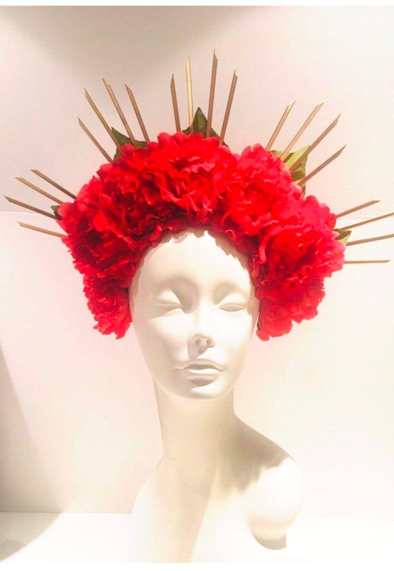 Diadema De Flor Roja Dia De Los Muertos Crown Etsy In 2020 Sculpture Statue Wedding