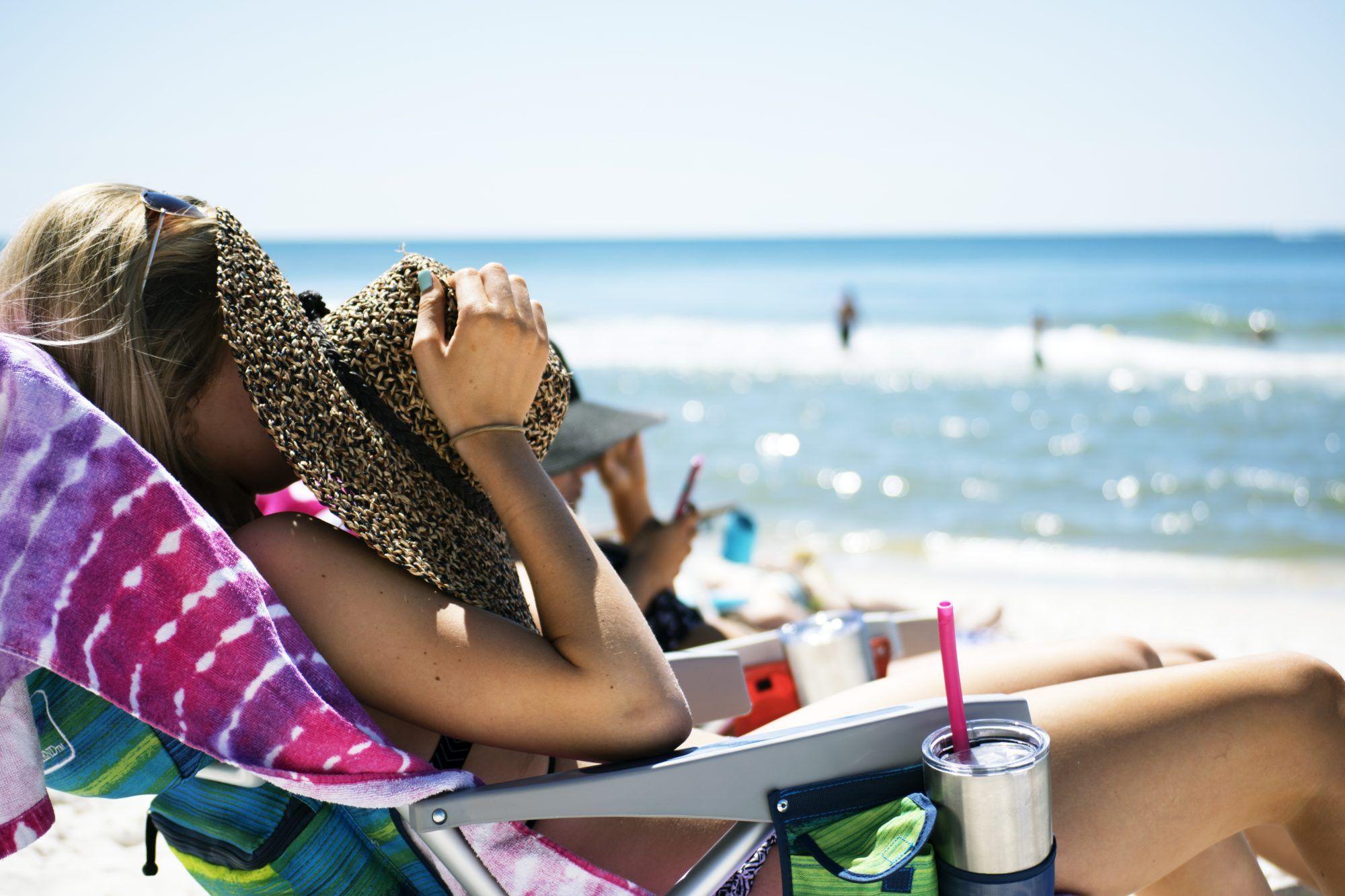 Har du blitt solbrent i ferien? Her får du tipsene til hvordan du kan behandle solbrenthet hjemme med enkle råvarer du kanskje har allerede!