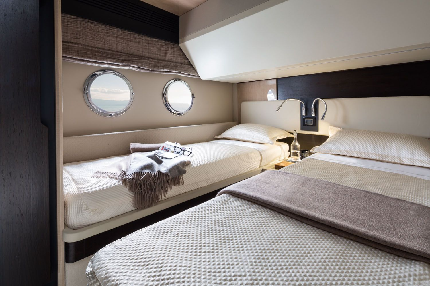 Azimut 66 Starboard Side Guest Cabin Yacht interior