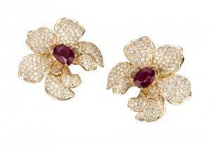 Orquideas_medium_earrings_in_yellow_gold_rubies_and_diamonds-