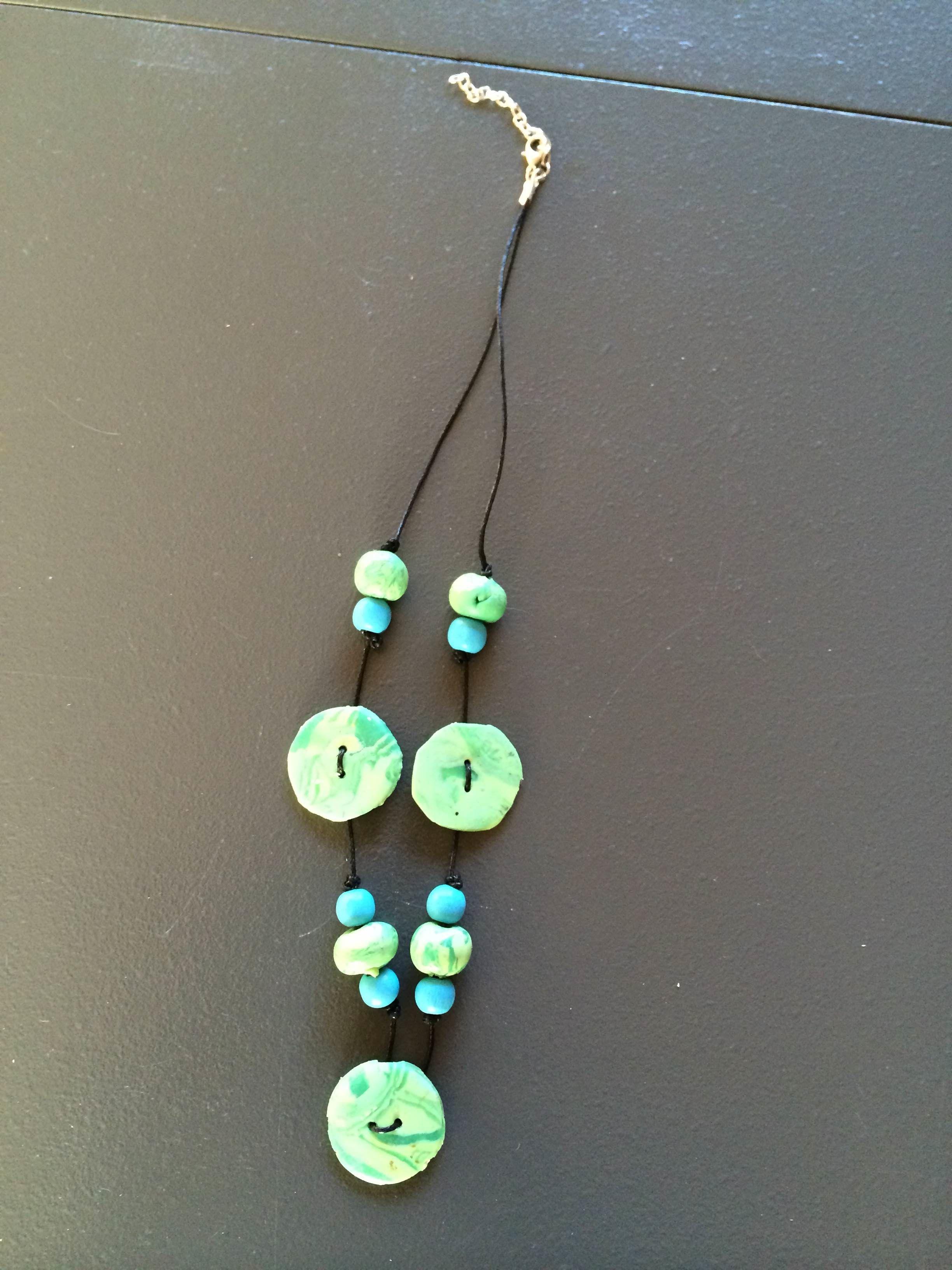 fimoklei knopen en kralen gemaakt verwerkt tot een ketting