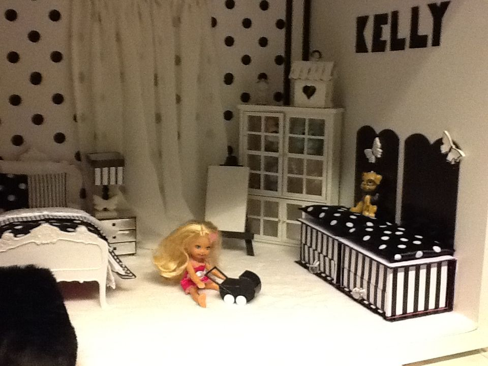 Barbie house - Kelly's room