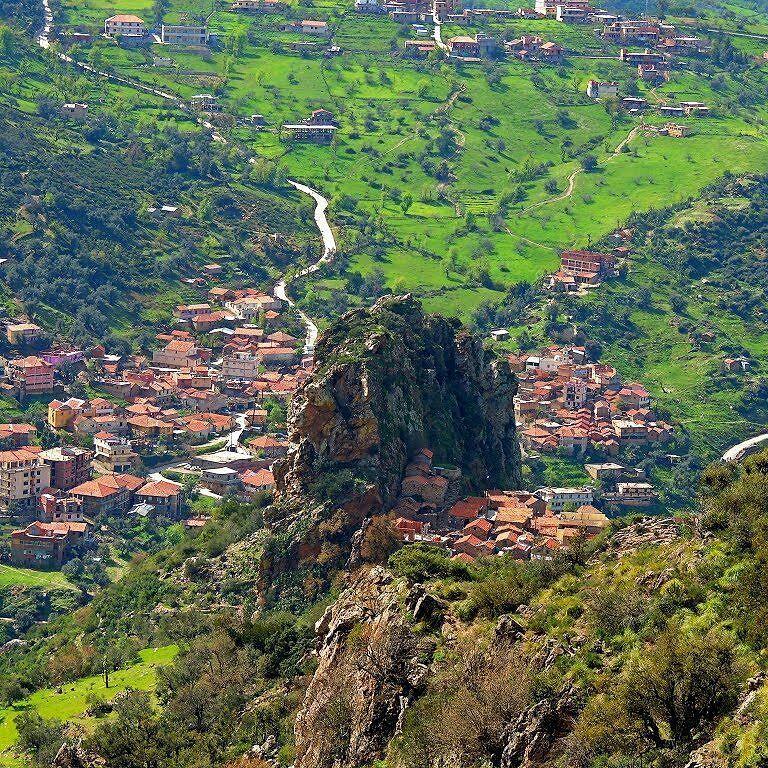 قرية آيت يحى تيزي وزو أرض الجبال و السحر و الجمال السياحة في الجزائر الجزائر Algerie اكتشف الجزاير Reisen Schonheit
