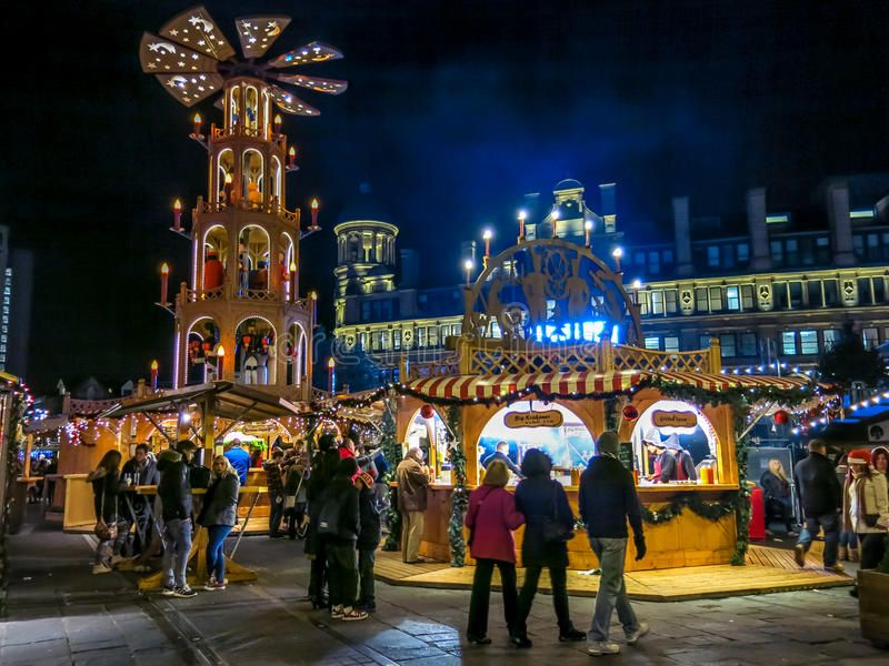 Manchester Christmas Markets England People Having Fun At Manchester Xmas Mark In 2020 Manchester Christmas Markets Best Christmas Markets Christmas Markets Europe