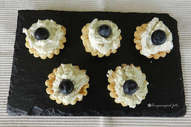 Petits fours de mousse de queso y nueces