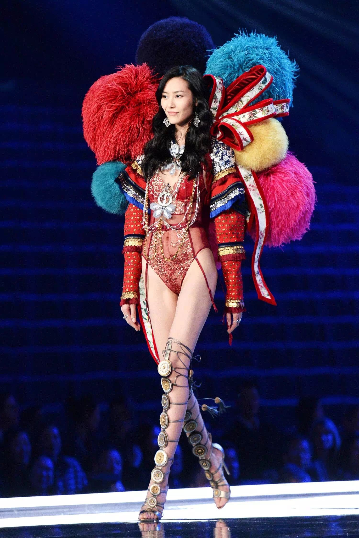 Liu Wen Victoria S Secret 2017 Shanghai Victoria Secret Fashion Show Victoria Secret Runway Victoria Secret Wings