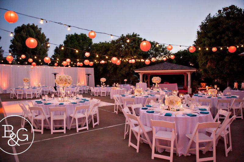 White With Teal Accents On Tennis Court High And Low Centerpieces