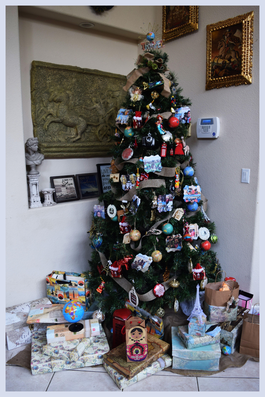 Christmas Tree Blog Hop Rustic Santa Theme Tree Simply Beautiful By Angela Rustic Christmas Tree Christmas Tree Decorating Themes Christmas Tree