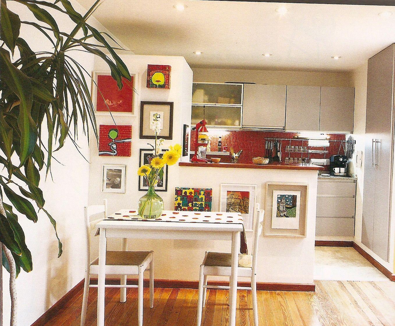 Departamento con divisi n entre cocina y peque o comedor for Muebles para comedor pequeno