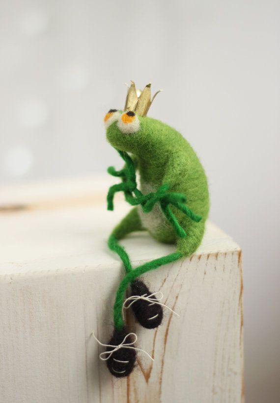 Needle Felted Frog With A Crown - The Frog Prince - Art Doll - Gift Idea - Needle Felt Animals - Handmade - Wool - Green - Father's Day