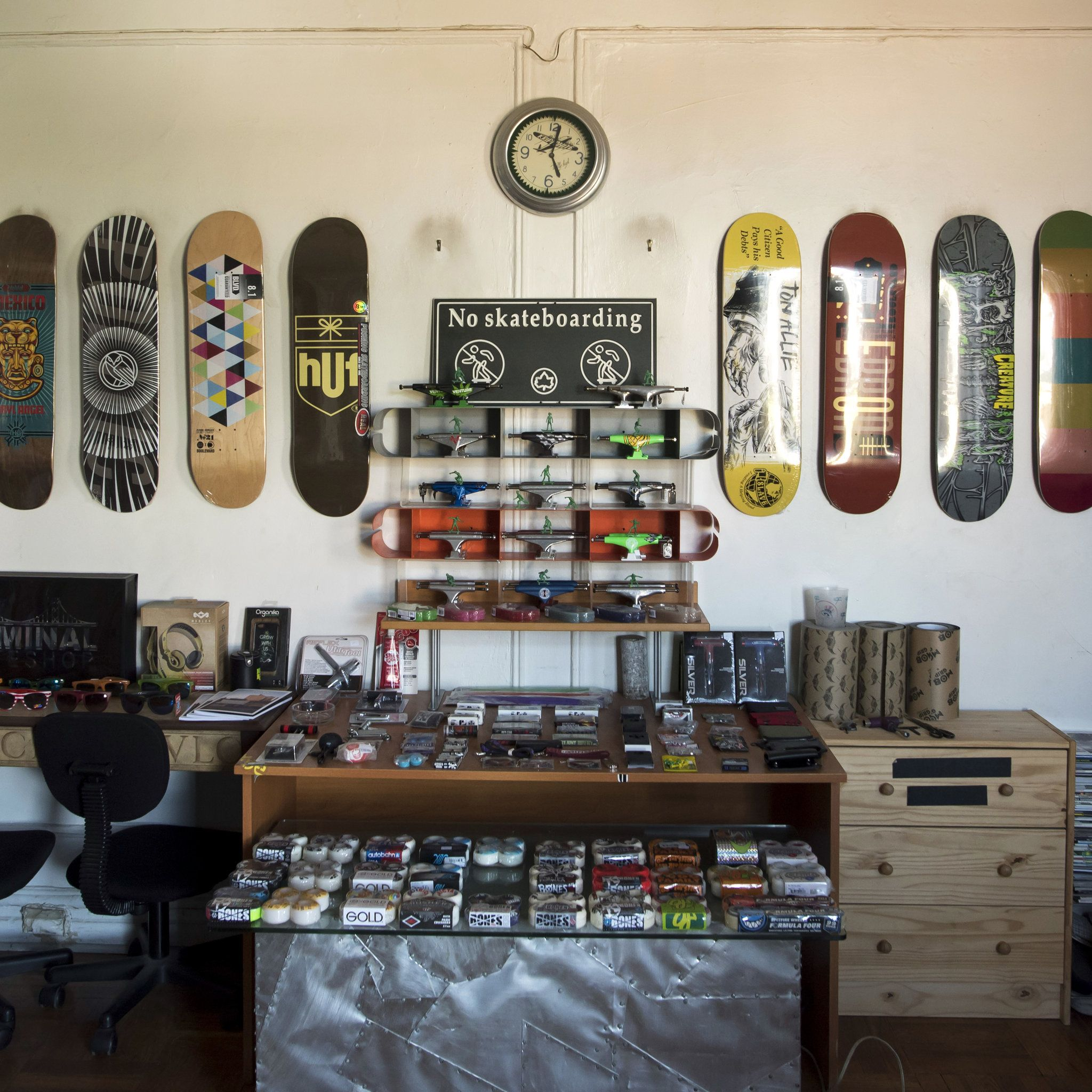 how to hang skateboard deck on wall vertically