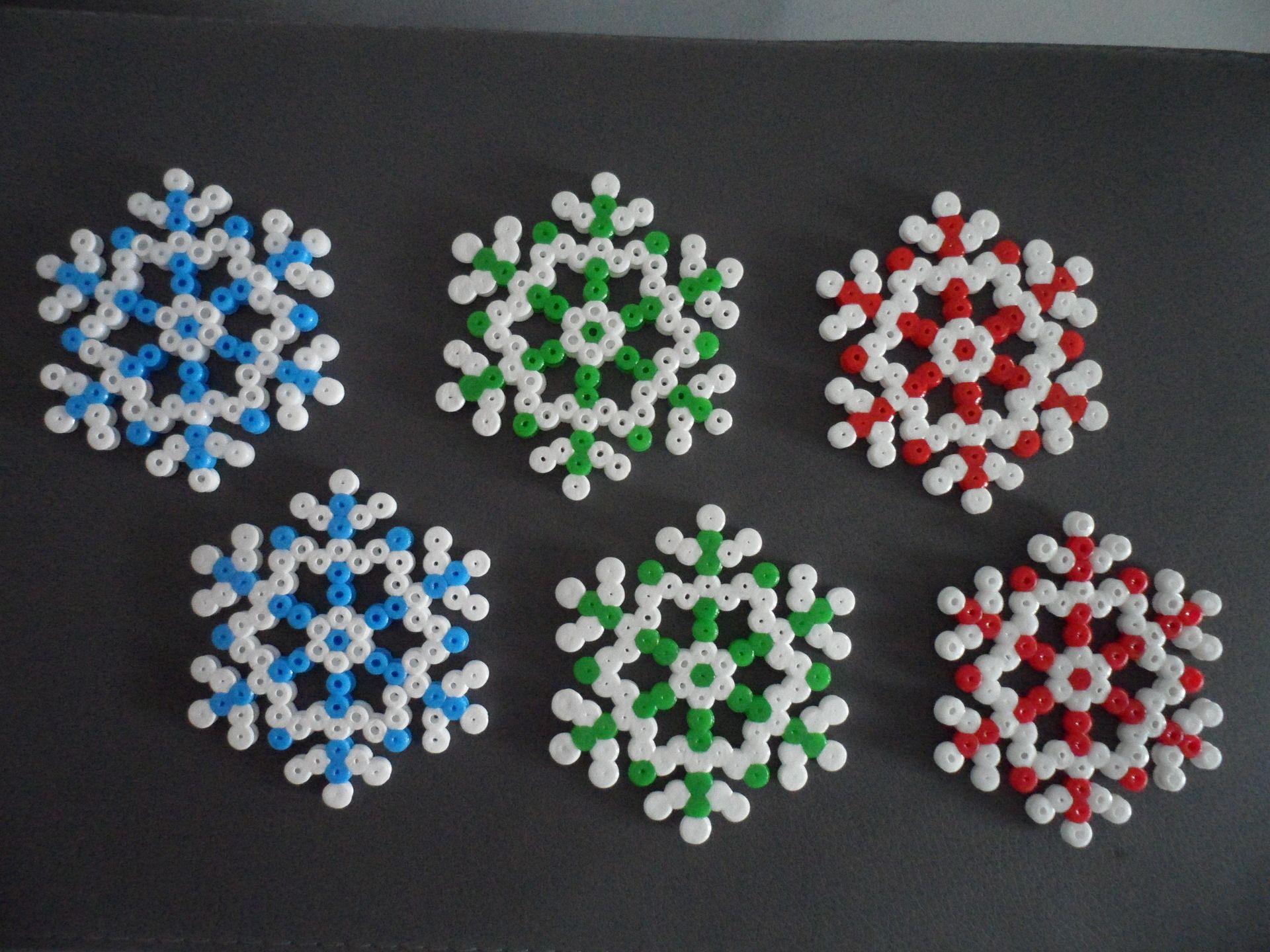 Pack no l de 6 flocons de neige en perle hama d coration pour enfants par free eggs perles - Perles a repasser noel ...