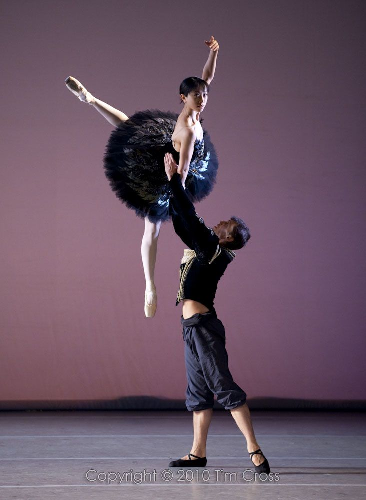 Erina Takahashi and Dmitri Gruzdyev in the Black Swan pas de deux ...