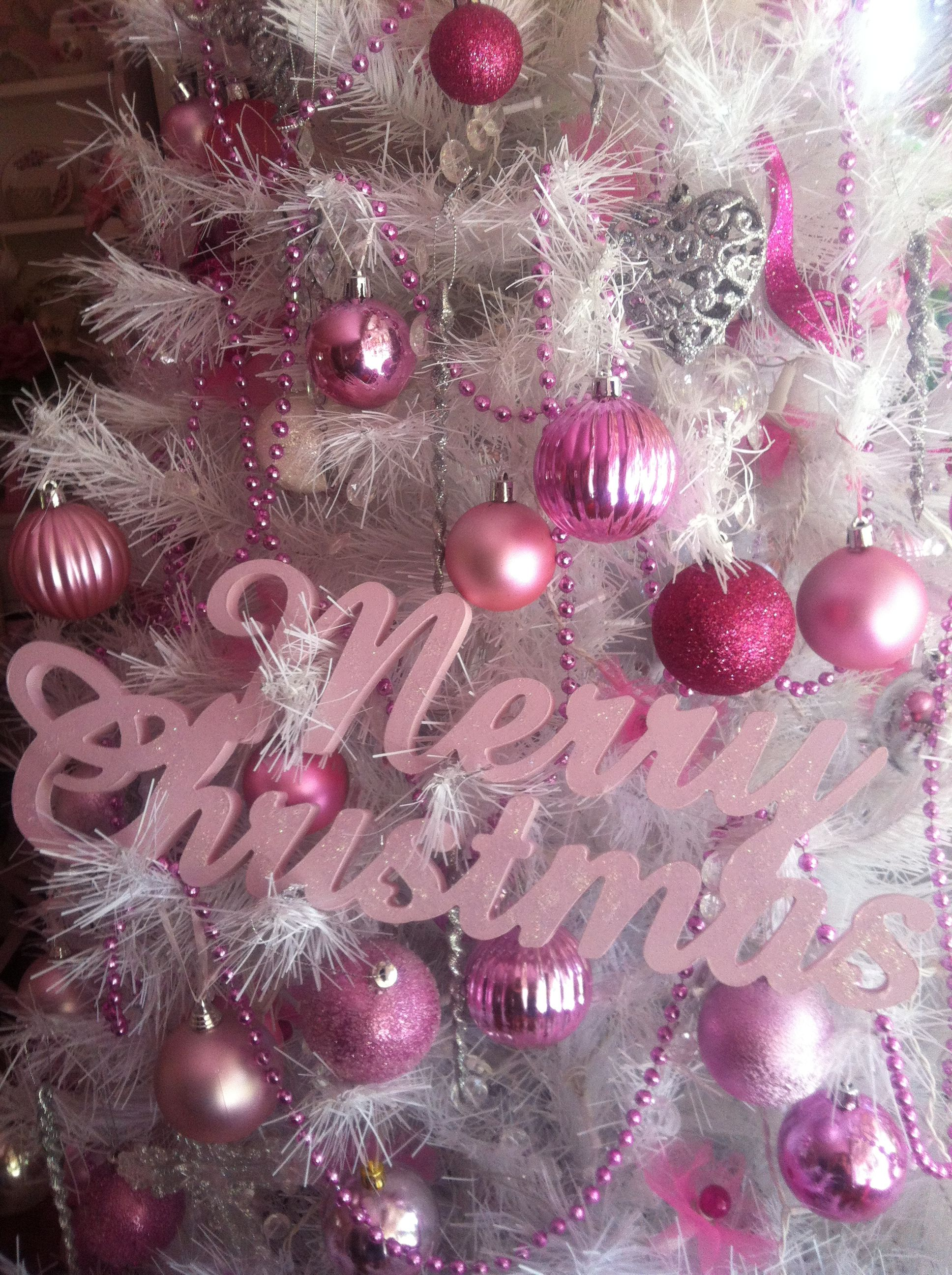Merry Christmas♥ in pink!!! Bebe'!!! Love this tree decorated in ...