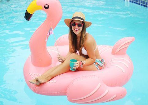 夏先取り!芸能人も使ってる「ユニークな浮き輪」でプールパーティ!-STYLE HAUS(スタイルハウス)
