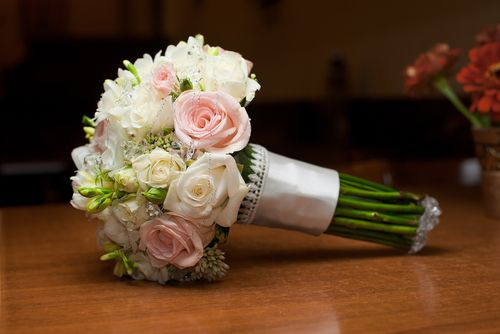 Love The Bouquet Wedding Flowers Cost Tips On Where To Spend And