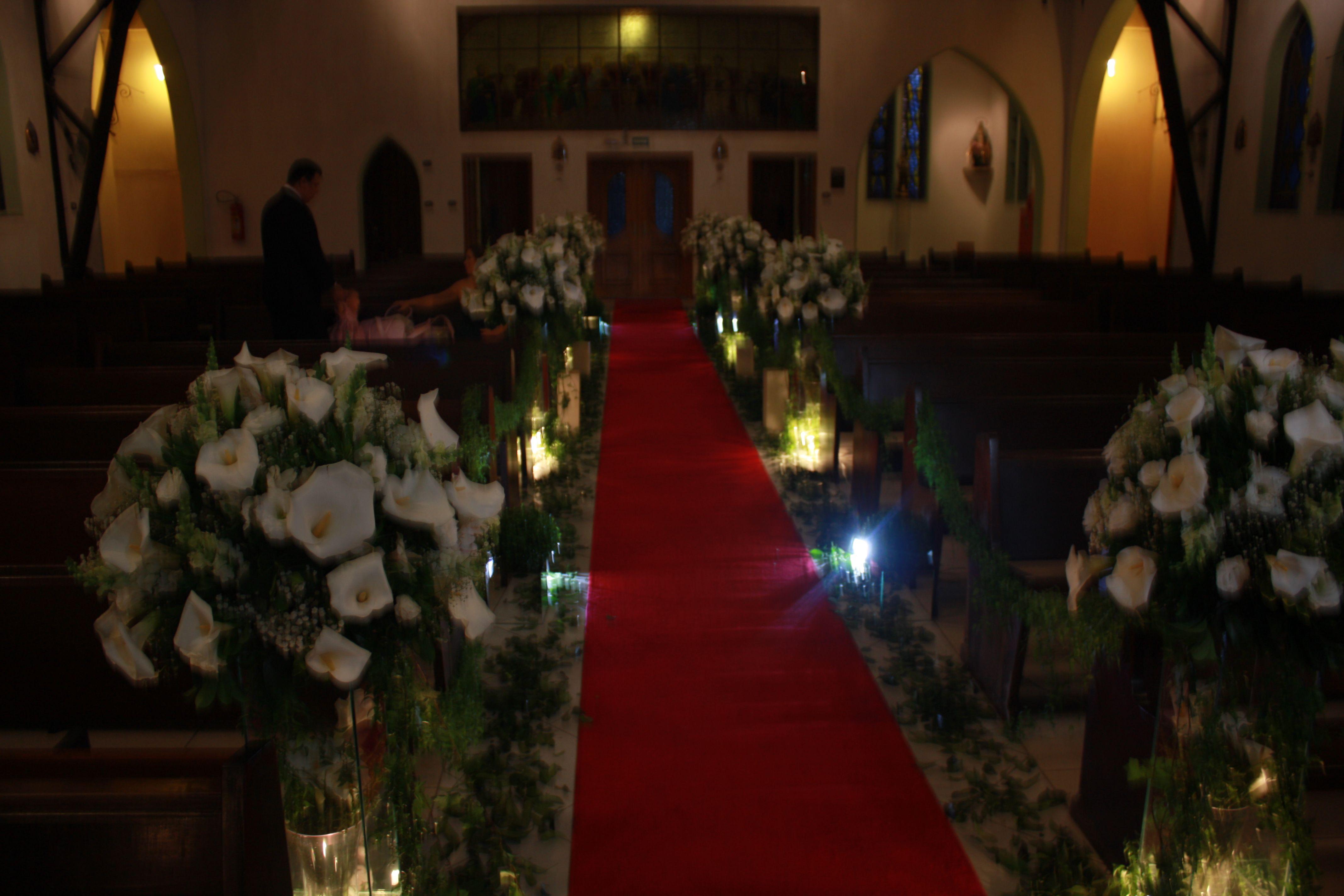 Decoração de casamento da Igreja Joana Dar'c. Flores usadas copo de leite.