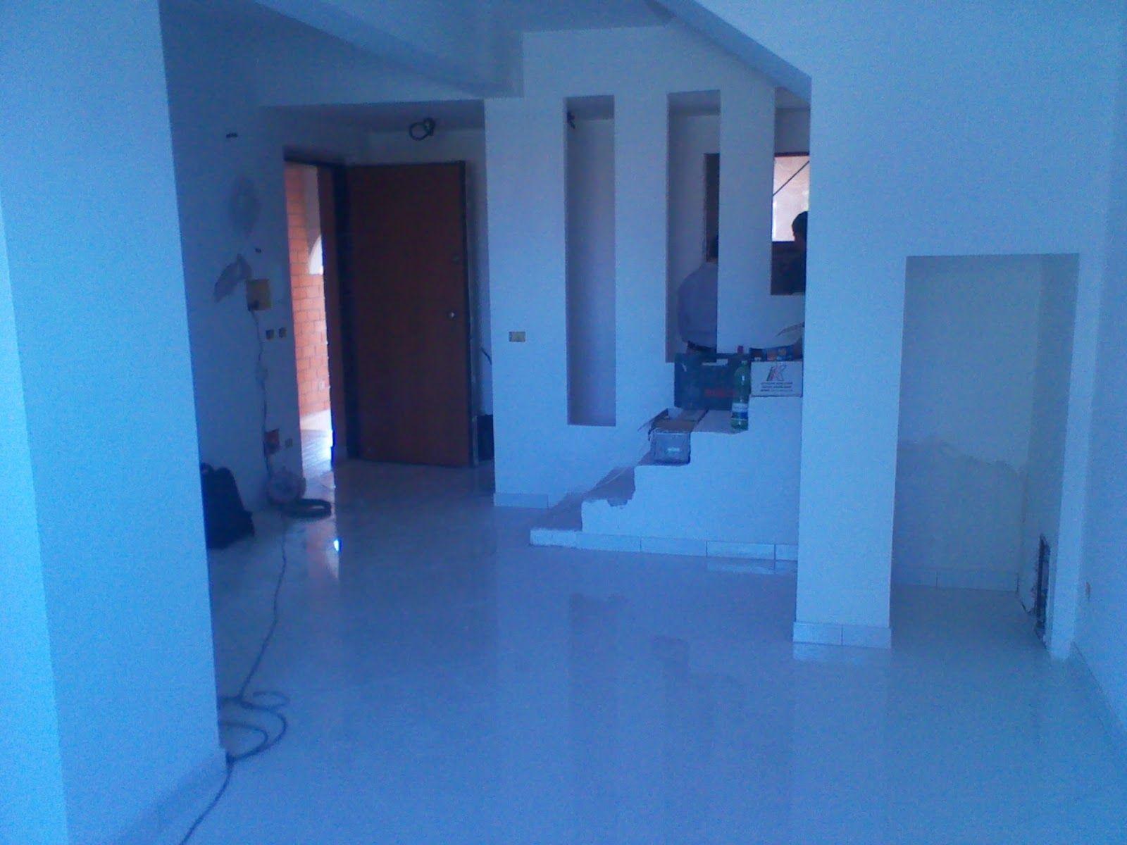 Pavimento Gres Porcellanato Bianco Lucido.Salone Vista Ingresso Pavimento Gres Porcellanato Bianco