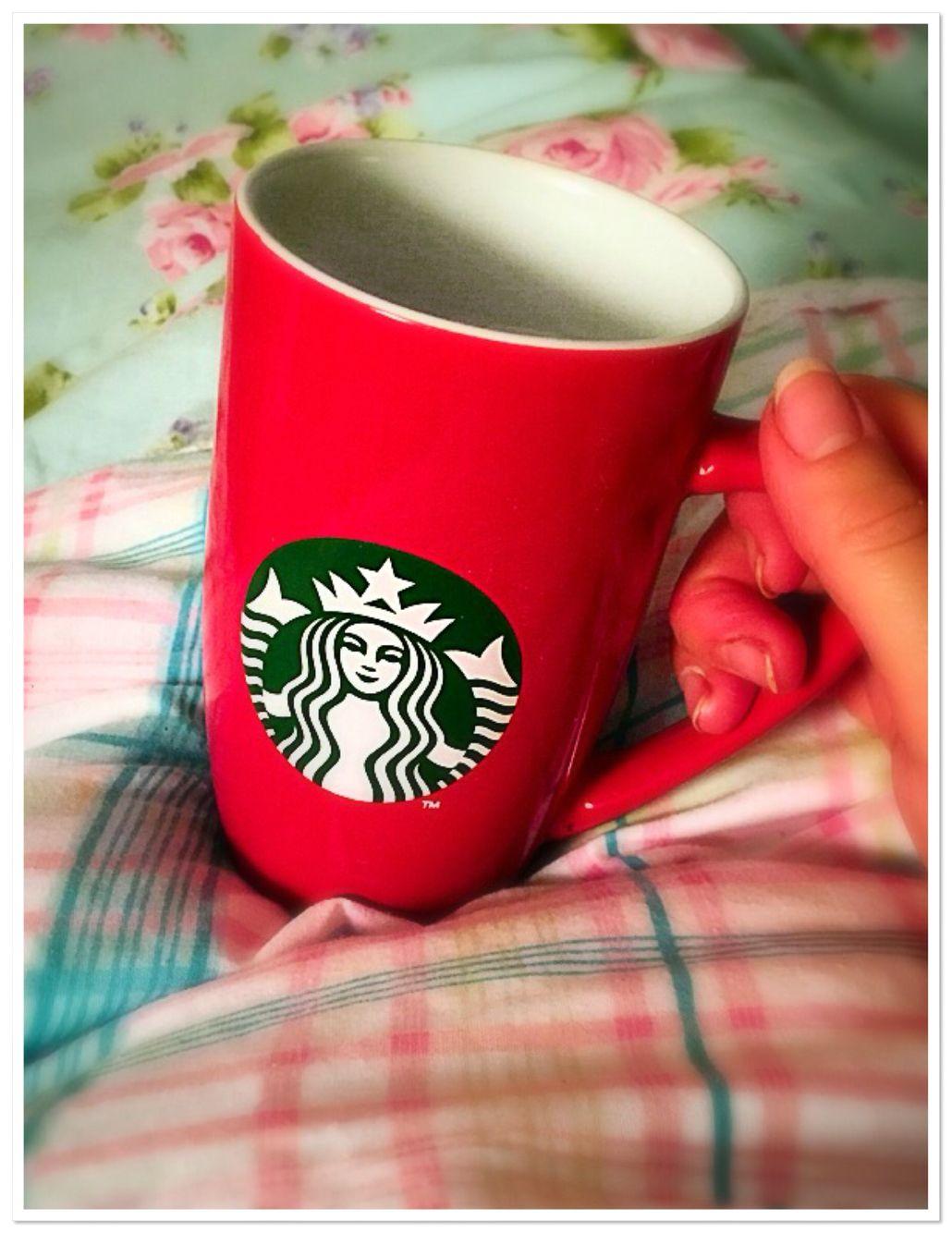 My #nightcap ☕️ #mug #red #redmug #starbucks #starbucksmug #merchandise #cupoftea #decaf #brew #goodnight #chills #bedtime #floral #fashion #fashionista #blogging #fblogger #pearlsandvagabonds @starbucks