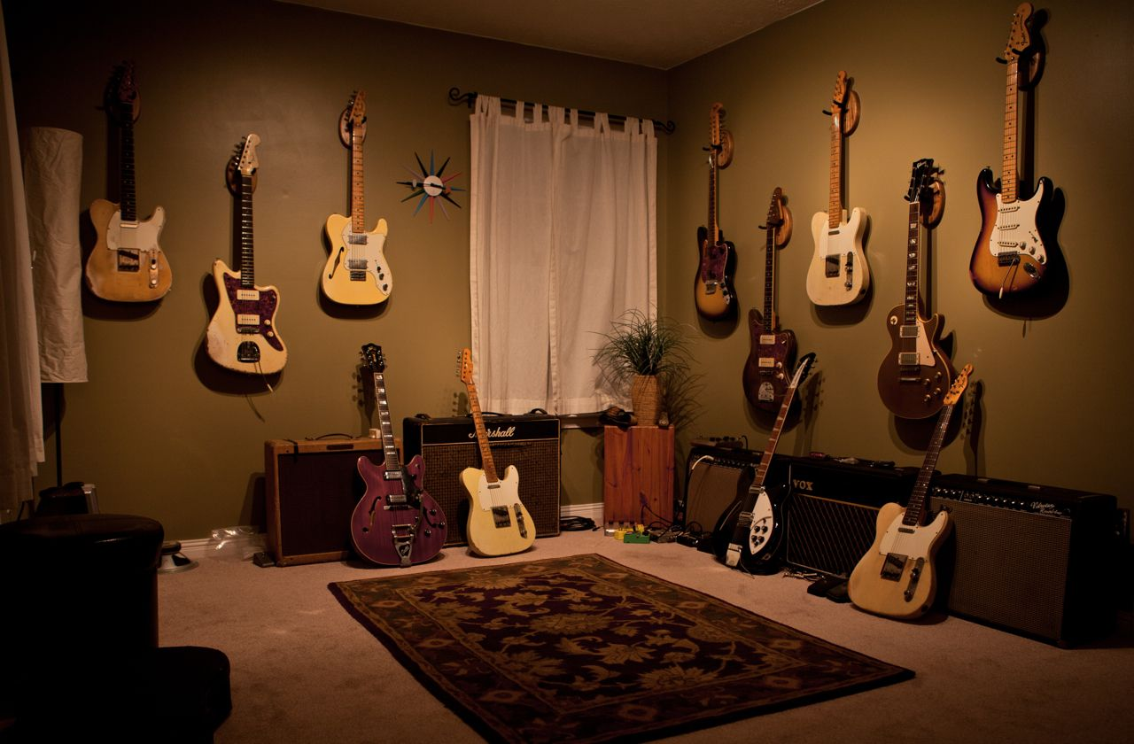 A Guitar Room Loaded With All Vintage Gear Must Be A Small Fortune Guitar Room Home Music Rooms Room
