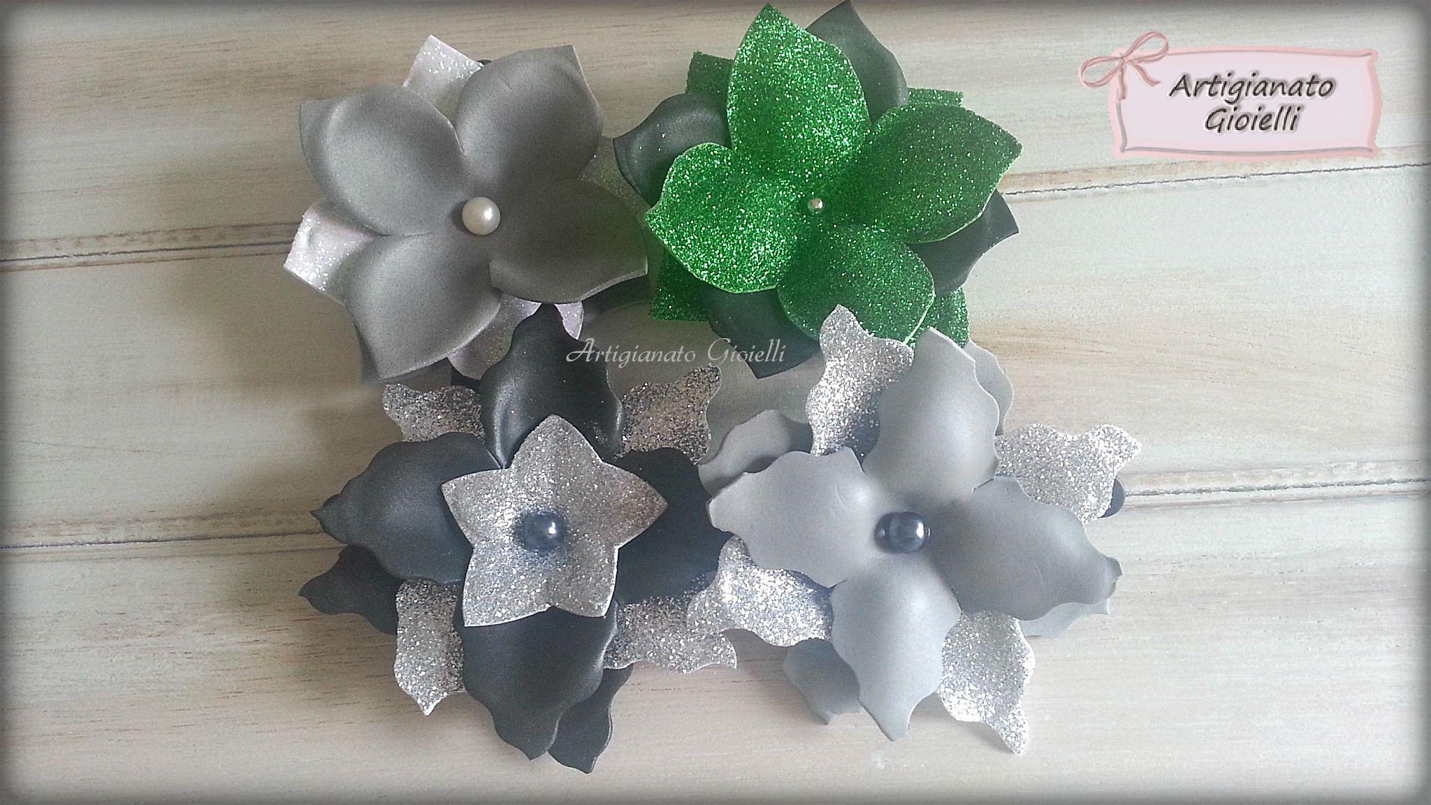 Accessori per capelli con fiori realizzati a mano con gomma crepla (fommy) e perle.