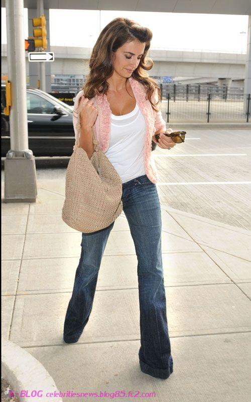 912f10a7cbc3 Penelope Cruz Private Fashion Penelope Cruz, Hourglass Shape, Petite Women,  Wide Leg Jeans