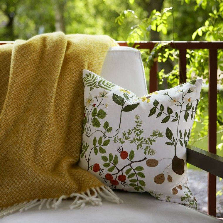 Ihastuttavia tekstiilejä terassille