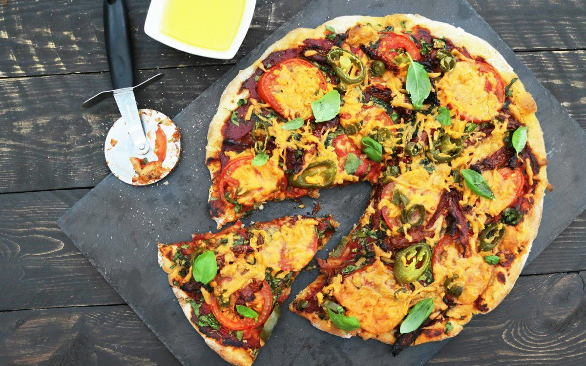 Cheesy Vegan Pizzas That Are As Ooey And Gooey As The Real Deal Vegan Pizza Vegan Cheese Recipes