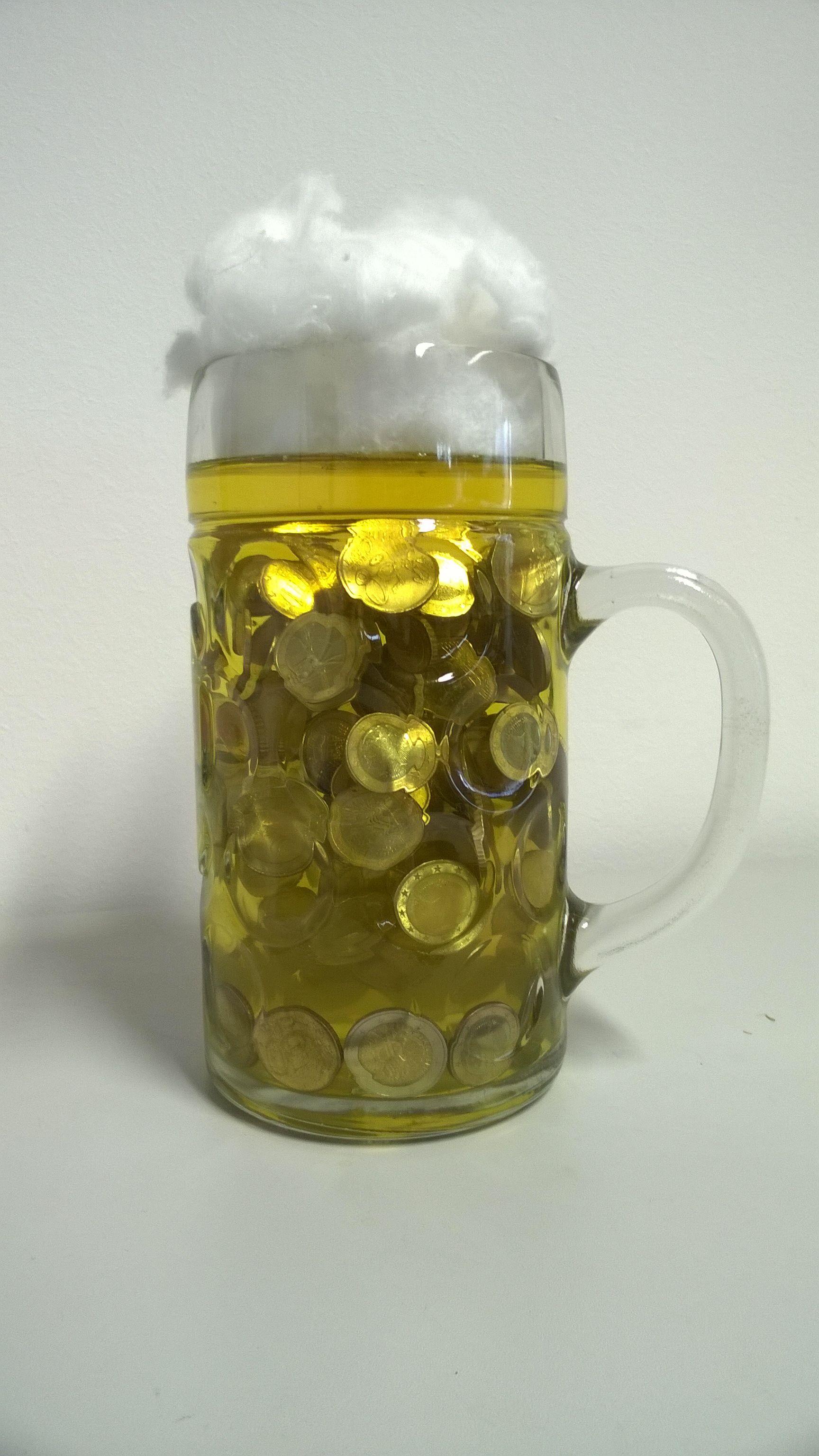 Eine Bier Masskrug Voll Geld Ein Geldgeschenk Zum Aschied Eines