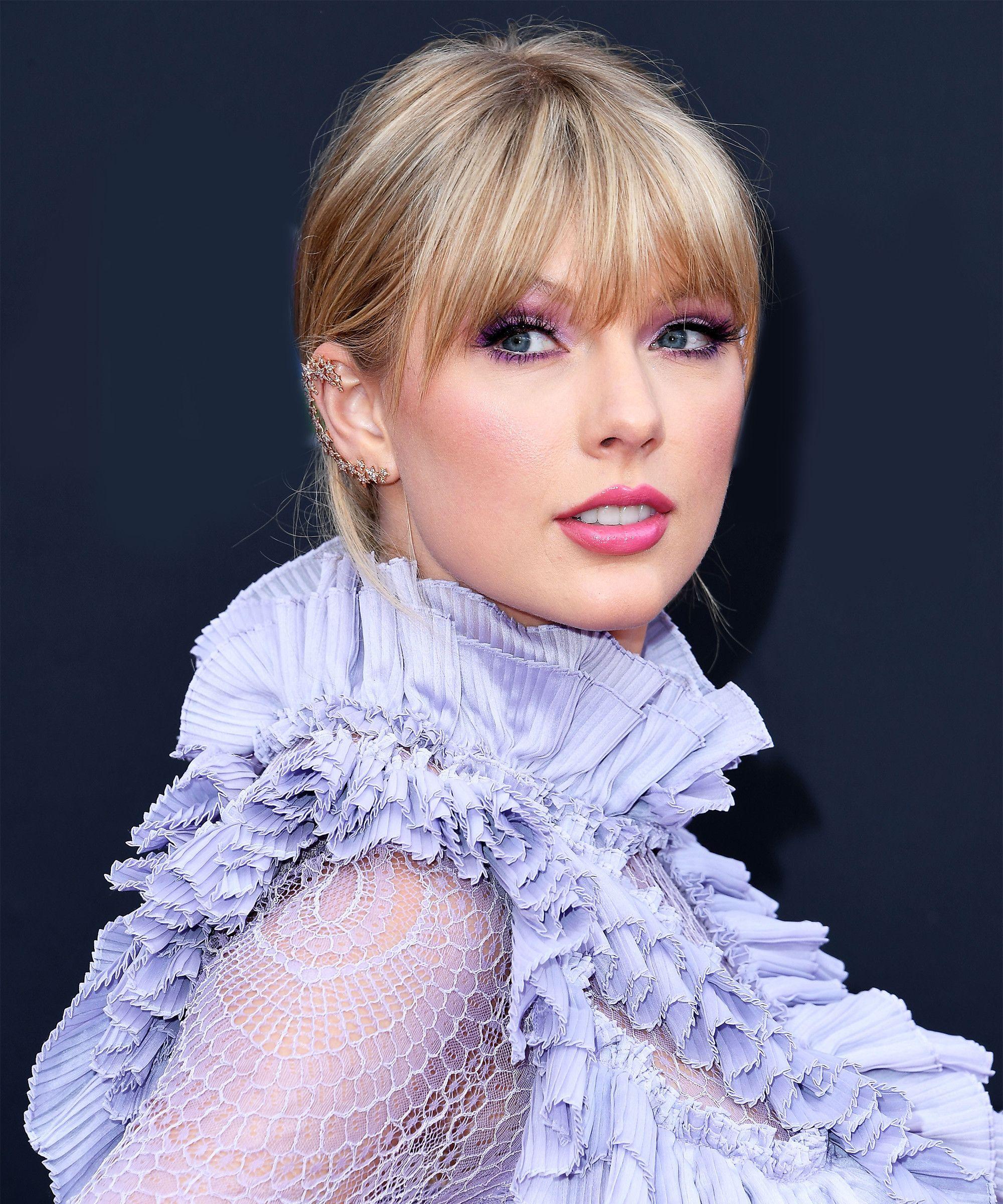 Taylor Swift Loose Ponytail Taylor Swift Hair Taylor Swift Bangs Taylor Swift Style