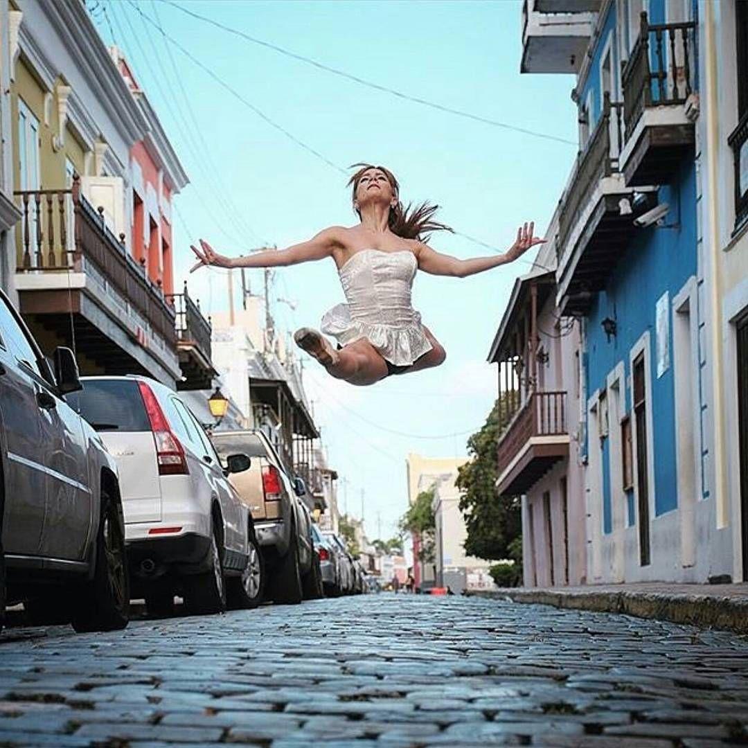 #viejosanjuan #oldsanjuan #puertorico #ballet Foto por:@omarzrobles Bailarina:@sofia11713 | Taguea' |