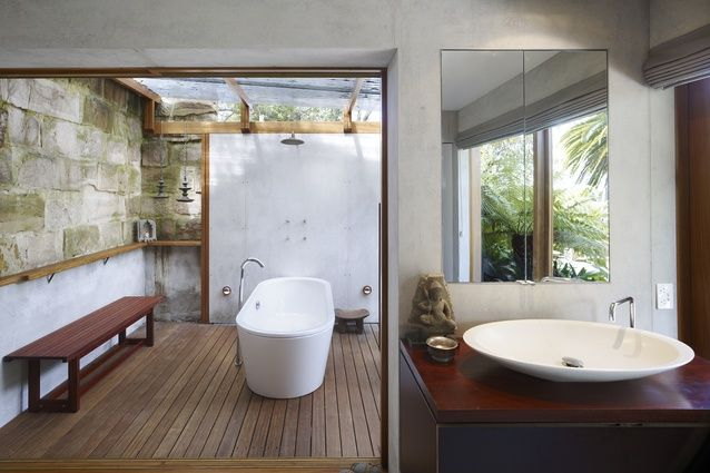 The bathroom in the Garden House by Peter Stutchbury (2007).