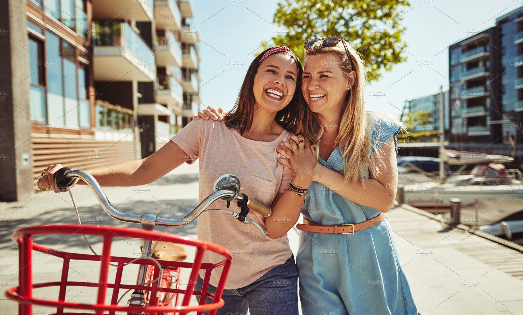Two Young Friends Enjoying A Summer Young Lifestyle Photography Young Female