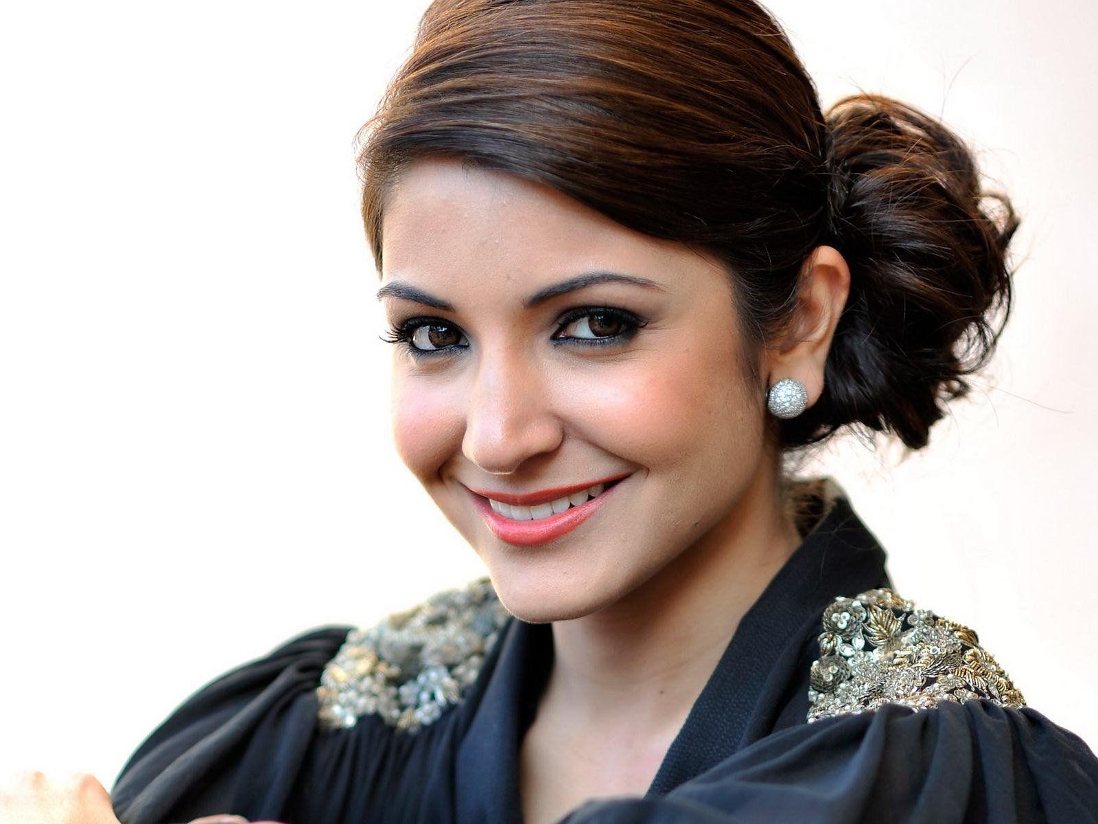 anushka sharma cute face wallpaper | http://www ...