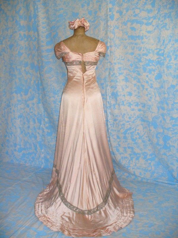 Evening dress, ca 1902, labeled DEMANGEAT & GINOUX, ROBESS ET CONFETIONS, Nancy.