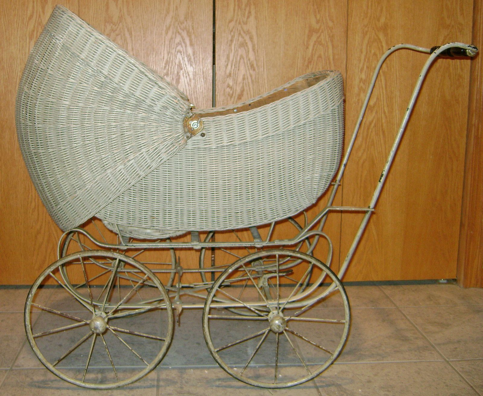 Large Wicker Doll Carriage W/ Handle ** For Doll Or Floral Antiques Baby Carriages & Buggies