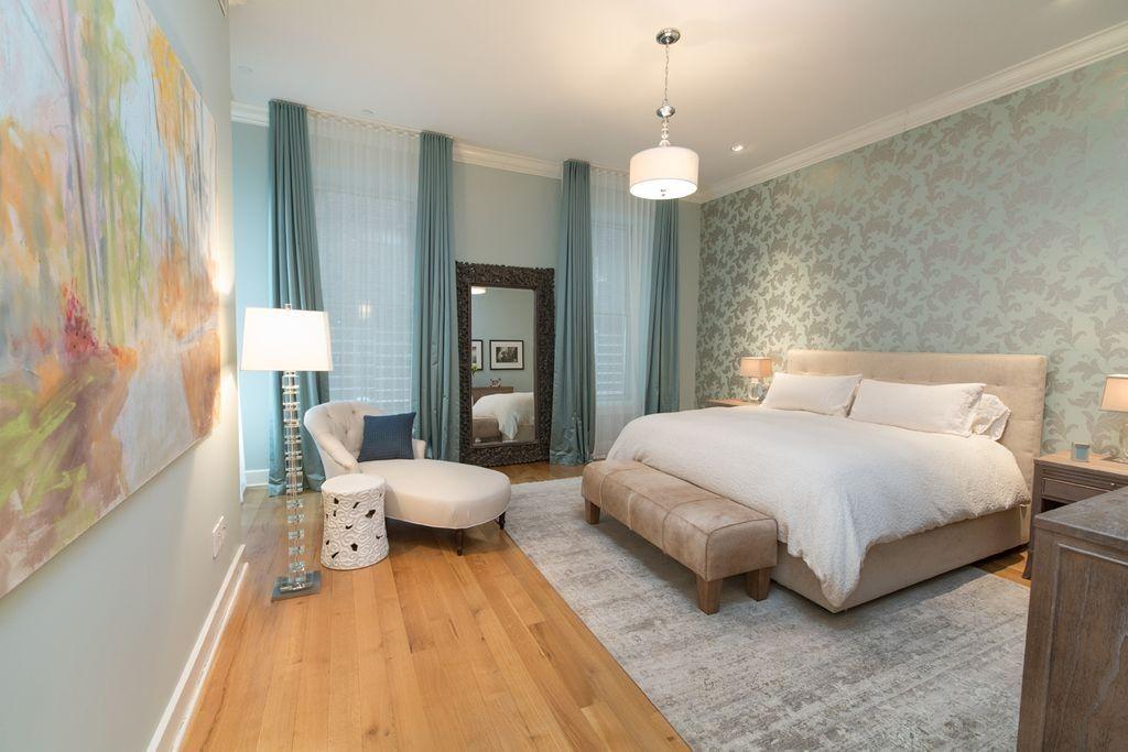 Dieses Schlafzimmer füllt seinen Raum mit kühlen Farben, Texturen - schlafzimmer holz massiv