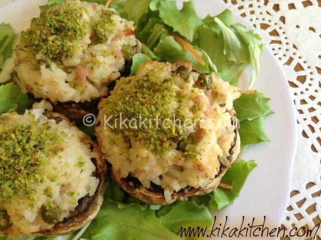 I funghi ripieni di riso sono una sfiziosa ricetta a base di funghi champignon. Una ricetta leggera e gustosa semplice da realizzare.